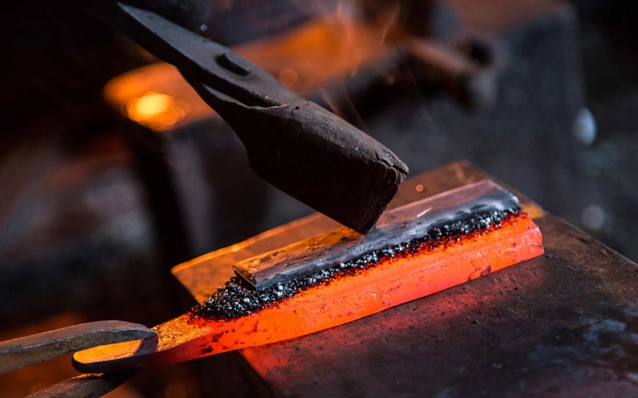 世界に誇る伝統の鍛冶産業時代と共に進化を続けるものづくりのまち