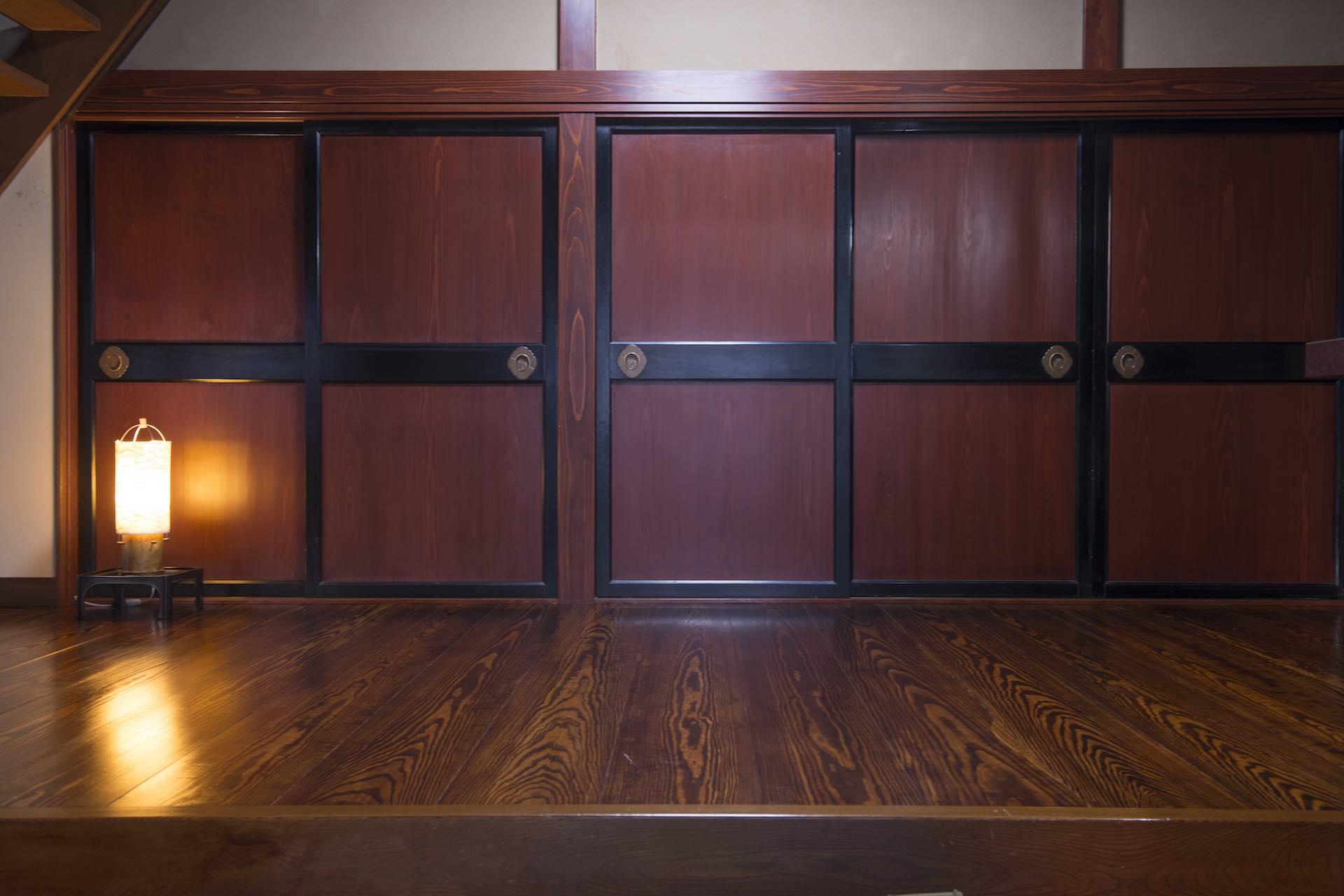 玄関をくぐって真正面から見た内田さんの自宅。 (撮影:上田順子)