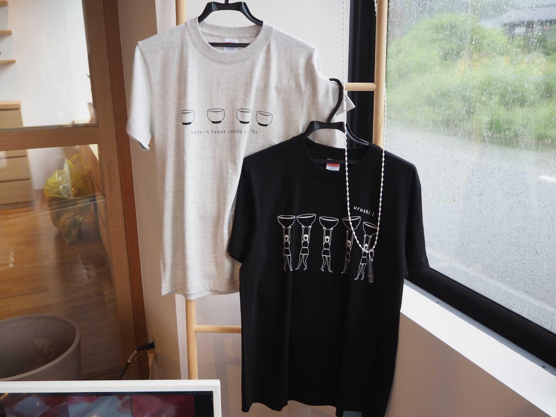 漆琳堂の職人も着用しているオリジナルTシャツも販売