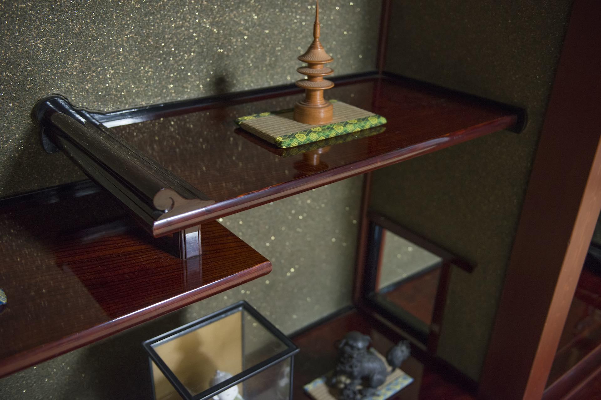 部屋の至るところに漆が用いられている (撮影:上田順子)