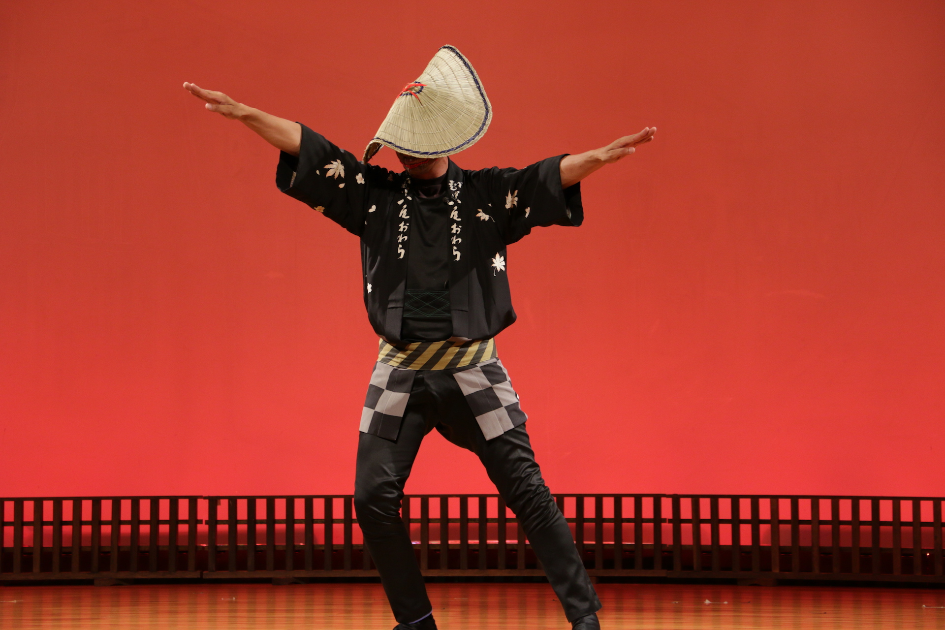 力強くキレのある男踊り