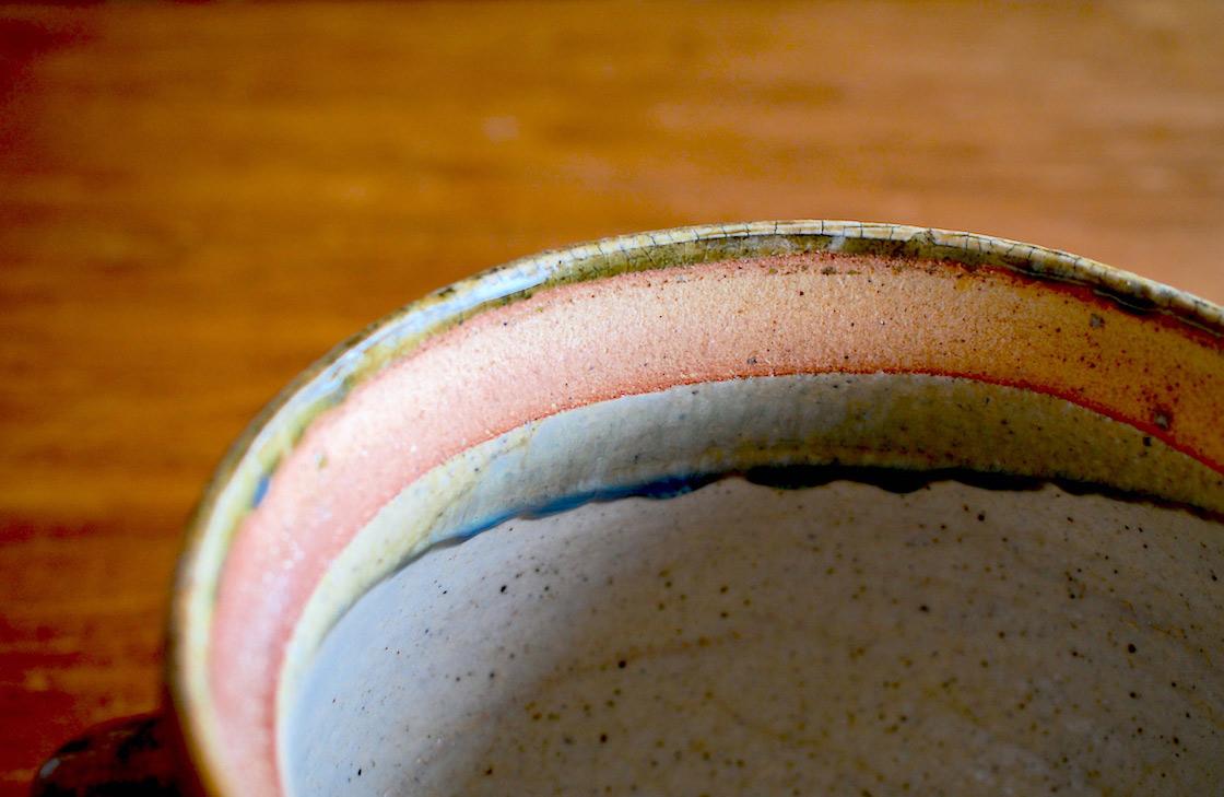 土鍋のふち。美しい釉薬が見える