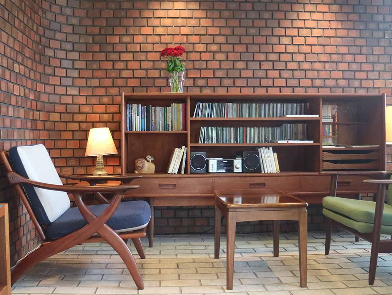 フロントの横には読書を楽しめるスペース