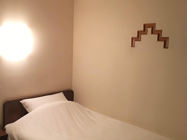 静かでシンプルなデザインが落ち着く客室
