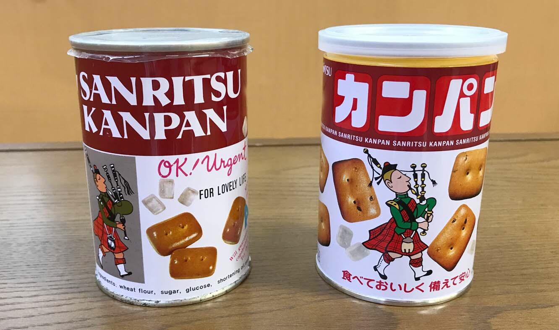 (左) 発売当初の缶、 (右) 現在の缶。発売当時からデザインも大きく変わっていない