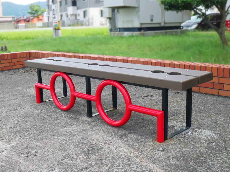 こんなデザインのめがねベンチも