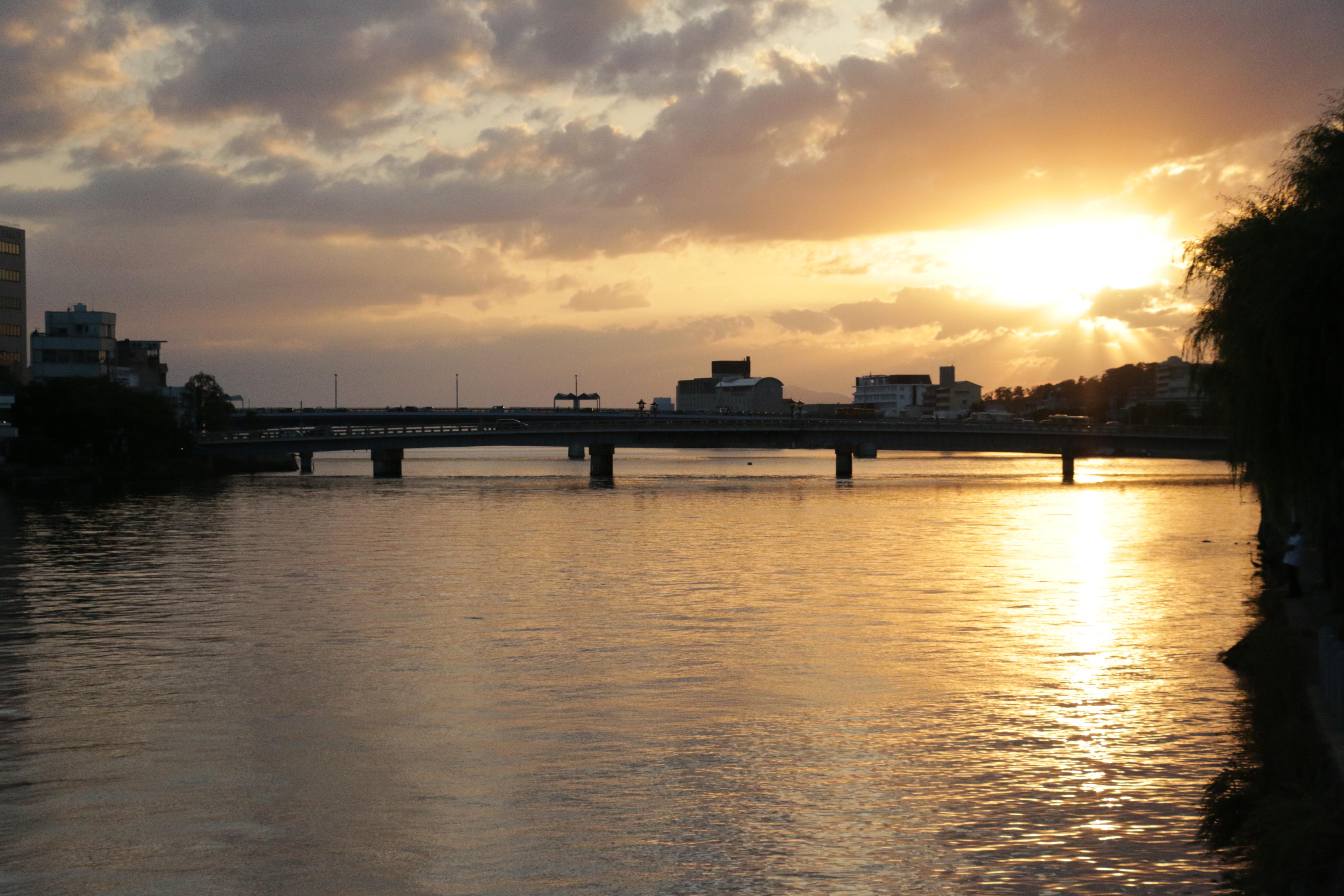 運が良ければ美しい宍道湖の夕日に出会えるかも