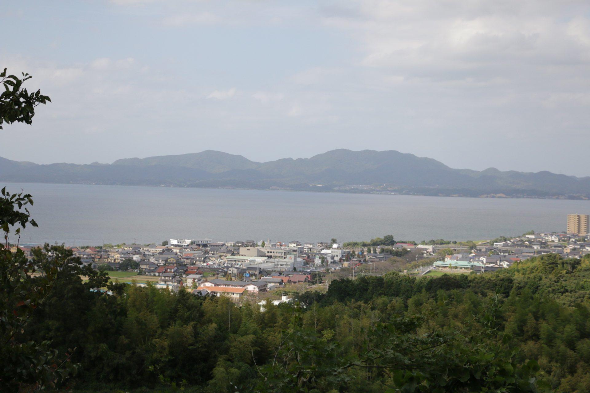 地元の人も滅多に訪れないという、知る人ぞ知る「めのう公園」。花仙山の中腹にあります。展望台から宍道湖の絶景が