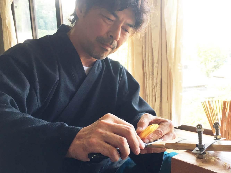 見学ツアーでは、谷村さんの手元を間近に見ながらその工程を学ぶことができます