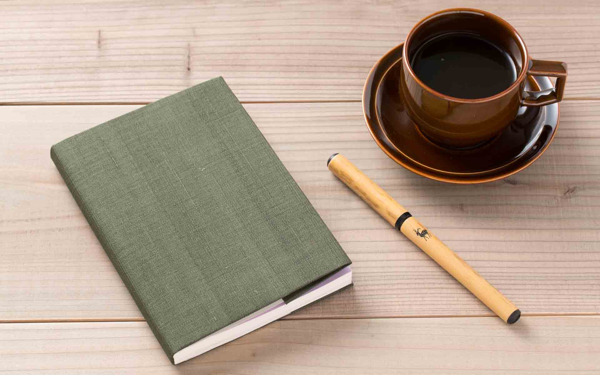 10月27日、読書の日。洋服のように季節で選ぶ「ブックカバー」