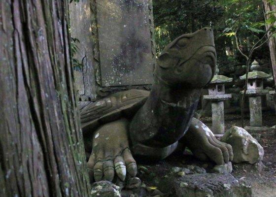 亀趺の石像