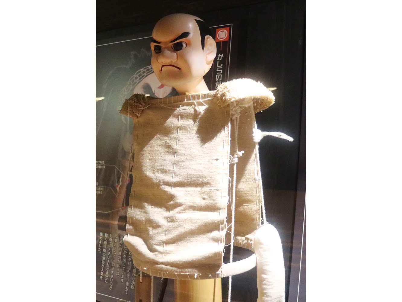衣装を着せる前の人形。この上から役に応じた衣装を着せます。人形遣いは裁縫もこなします