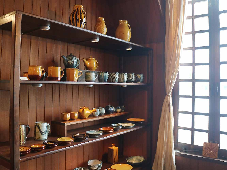 地元松江市を代表する窯元のひとつ「湯町窯」の作品