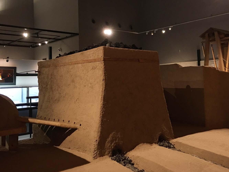 模型は裏側からも鑑賞できる。炉の傾斜や構造が忠実に再現されている