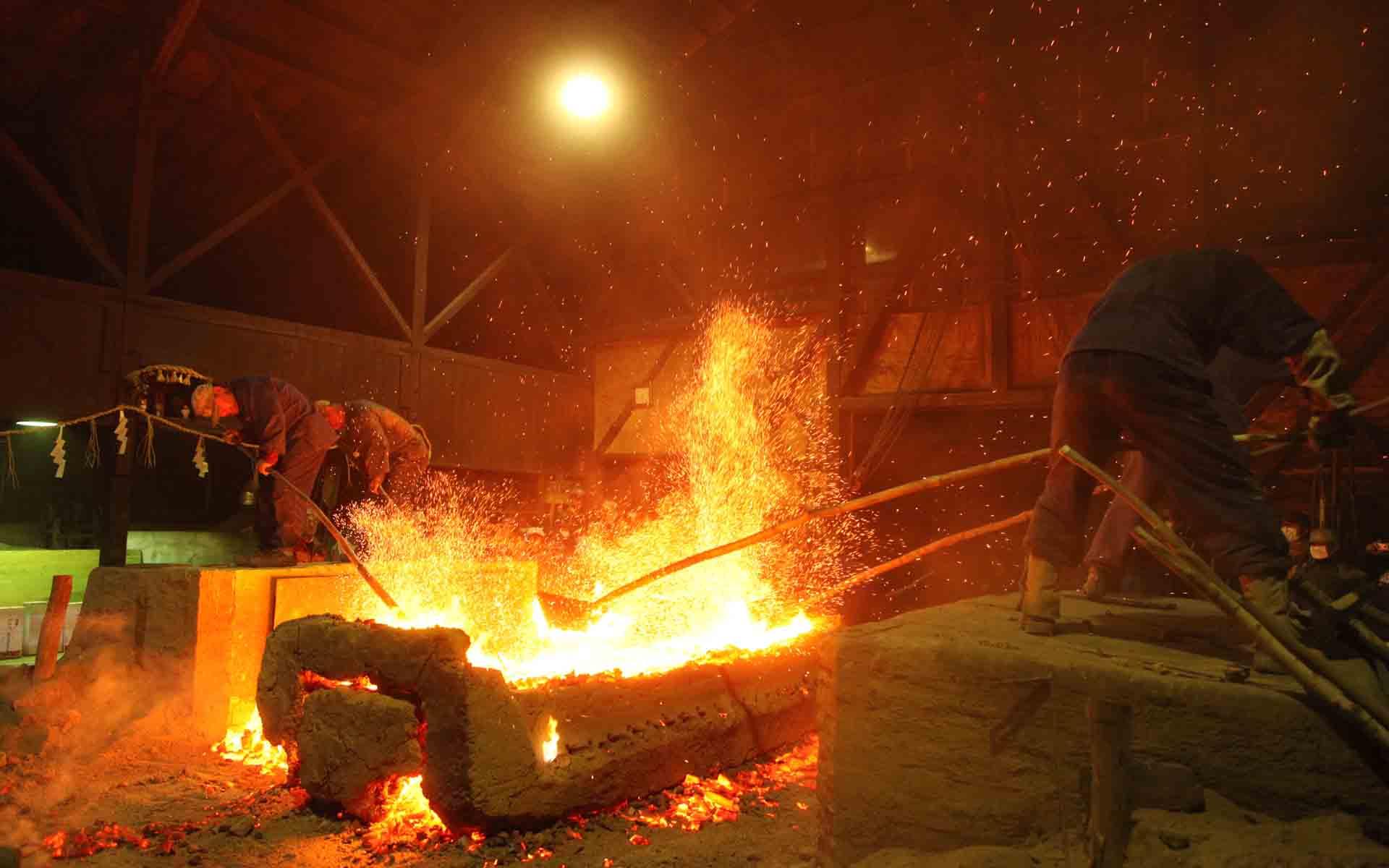 日本刀の原料は人にしか作れない。超高純度の鋼「玉鋼」の製法とは