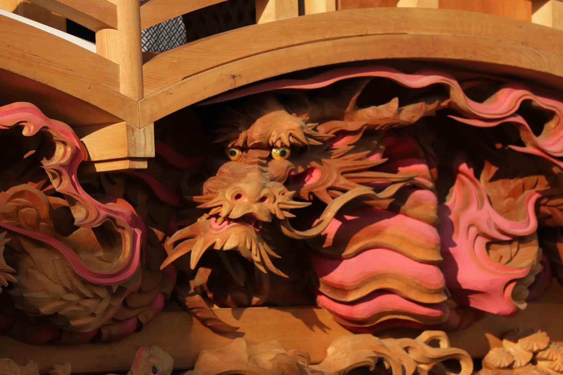 こちらは現役の職人さんが彫った龍