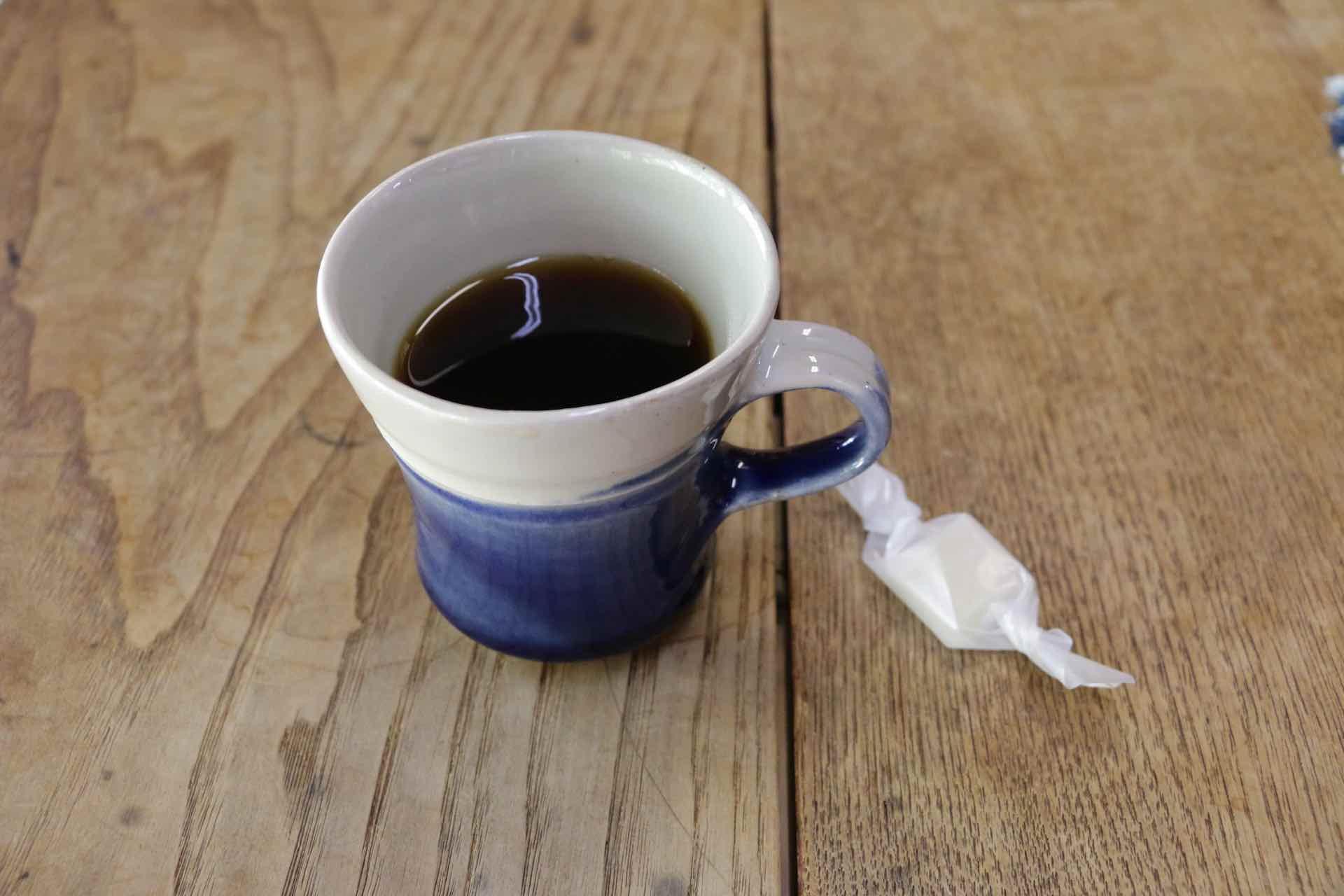 テーブルにご自由にどうぞと置いてある「生姜糖」と一緒にいただきます