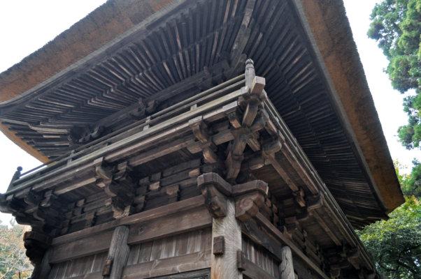 屋根の裏側に放射状に広がる、扇垂木 (おうぎたるき) 。禅宗様の特徴をよくあらわしています