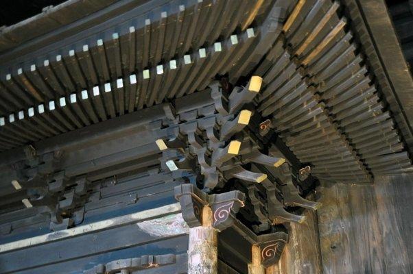 小さな作りながら、中世の建築様式が見られ、堂々とした佇まい