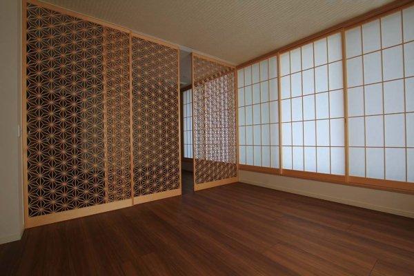 麻の葉模様の組子の建具