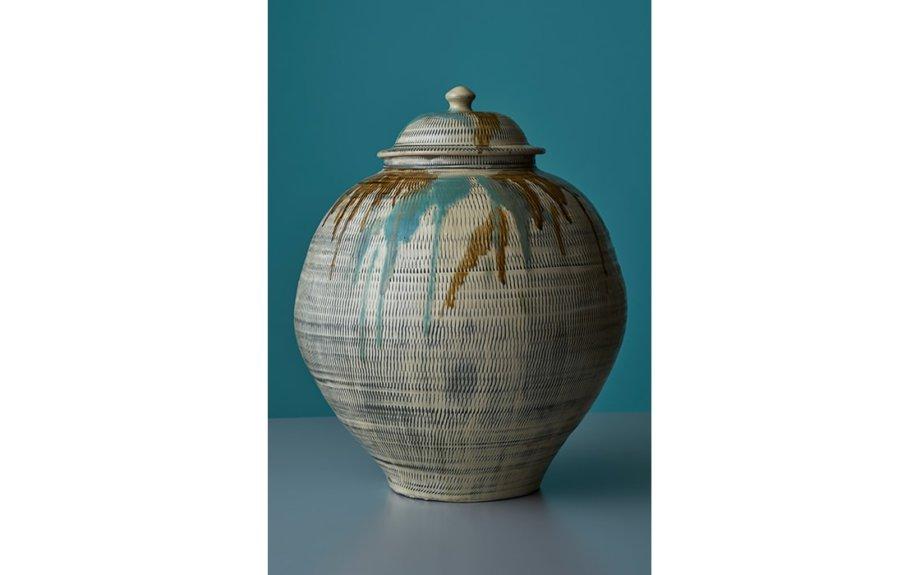 「九州の民藝-受け継がれる技と美-」開催中。人々の生活を豊かに彩る陶磁器たち