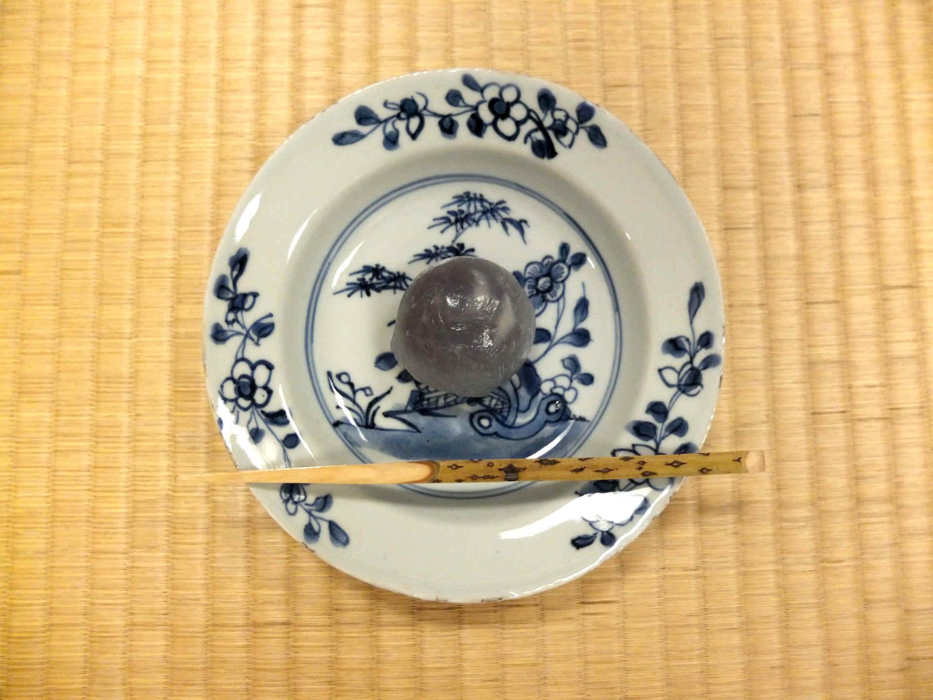 つやりとした樫舎さんの「初雁」が銘々皿によく映えます