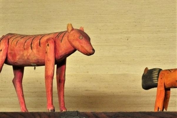 メキシコの木彫りの動物たち。とぼけたような表情が面白い