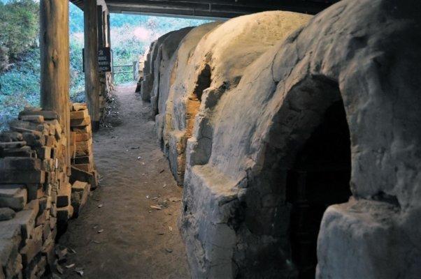 濱田庄司の登り窯。長らく使われていなかったが、2017年の冬に、復活プロジェクトとして火入れがおこなわれる
