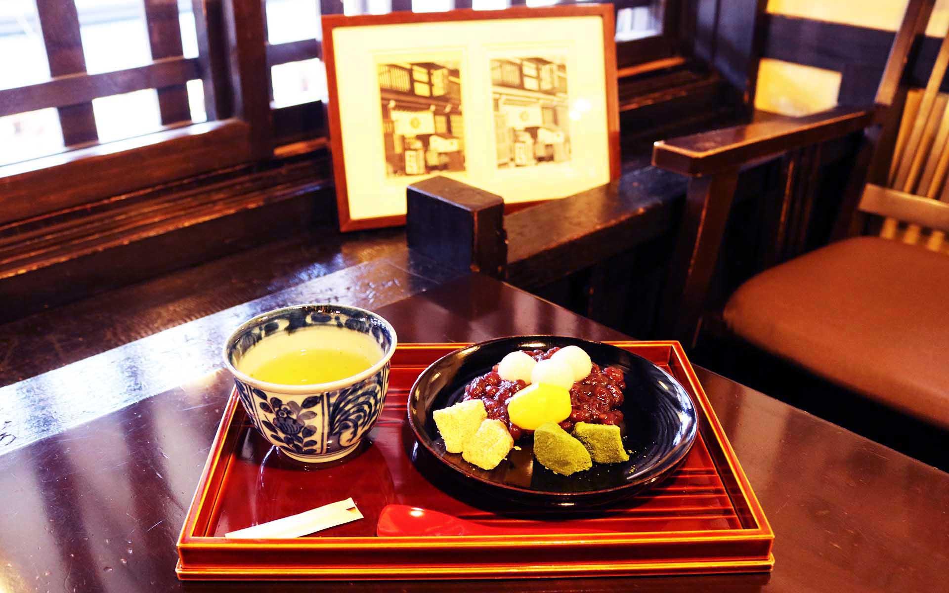 飛騨高山の純喫茶「飛騨版画喫茶ばれん」 春慶塗の器で味わう一口サイズの贅沢