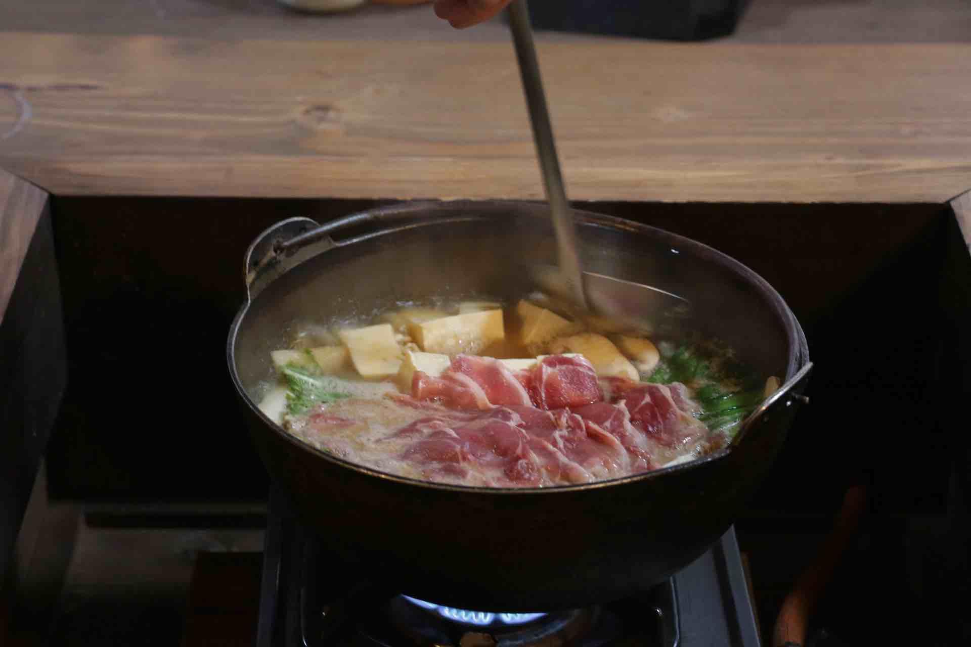 スープをたっぷりと具材に染み込ませて