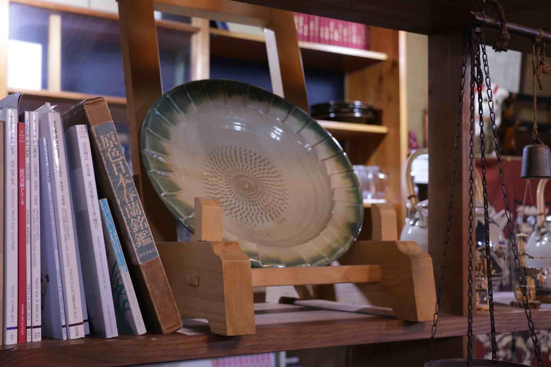 この器は、お店まで見送ってくれた榎田智さんの作品だそう