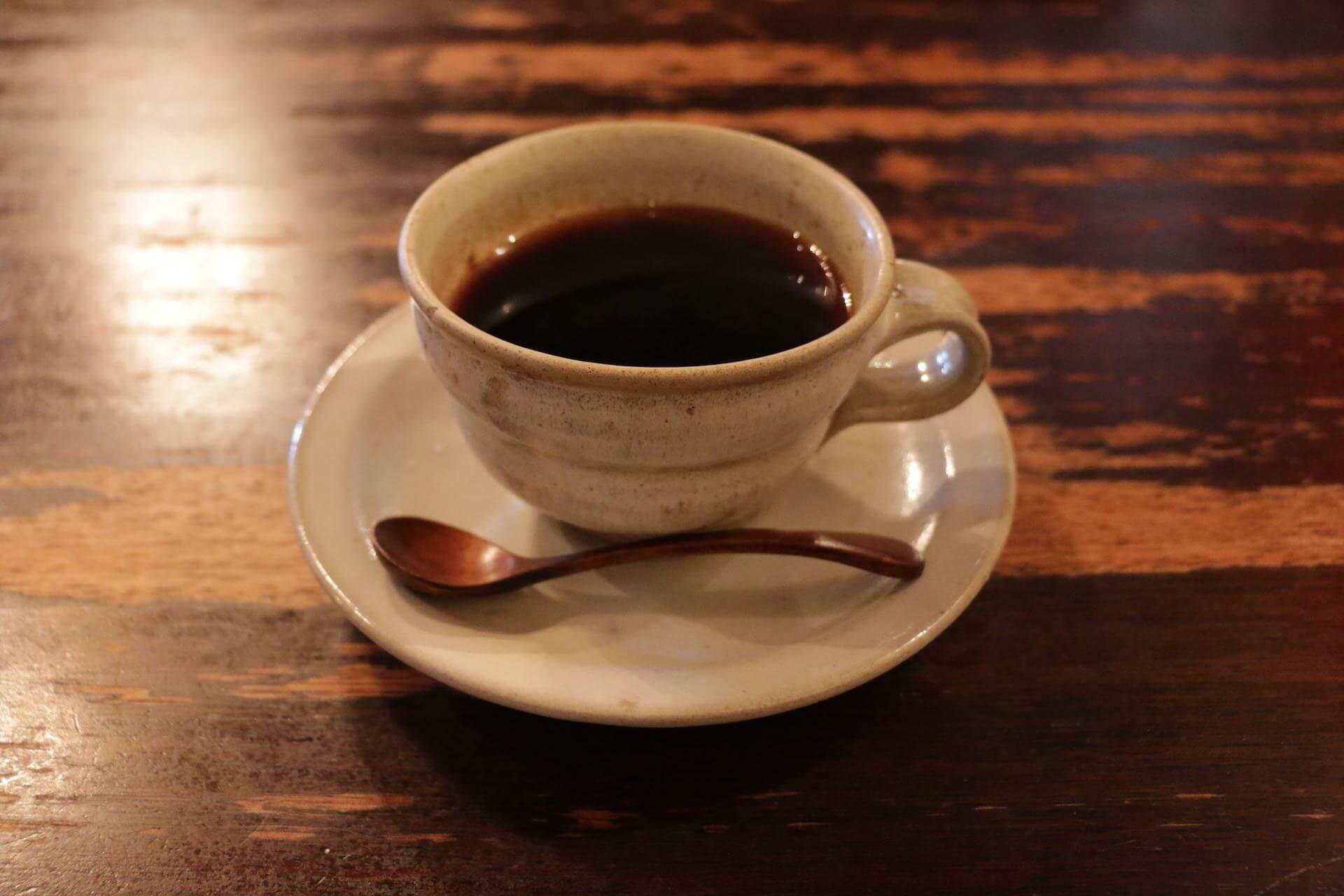 益子の純喫茶「古陶里」ランチのポークステーキも益子焼で