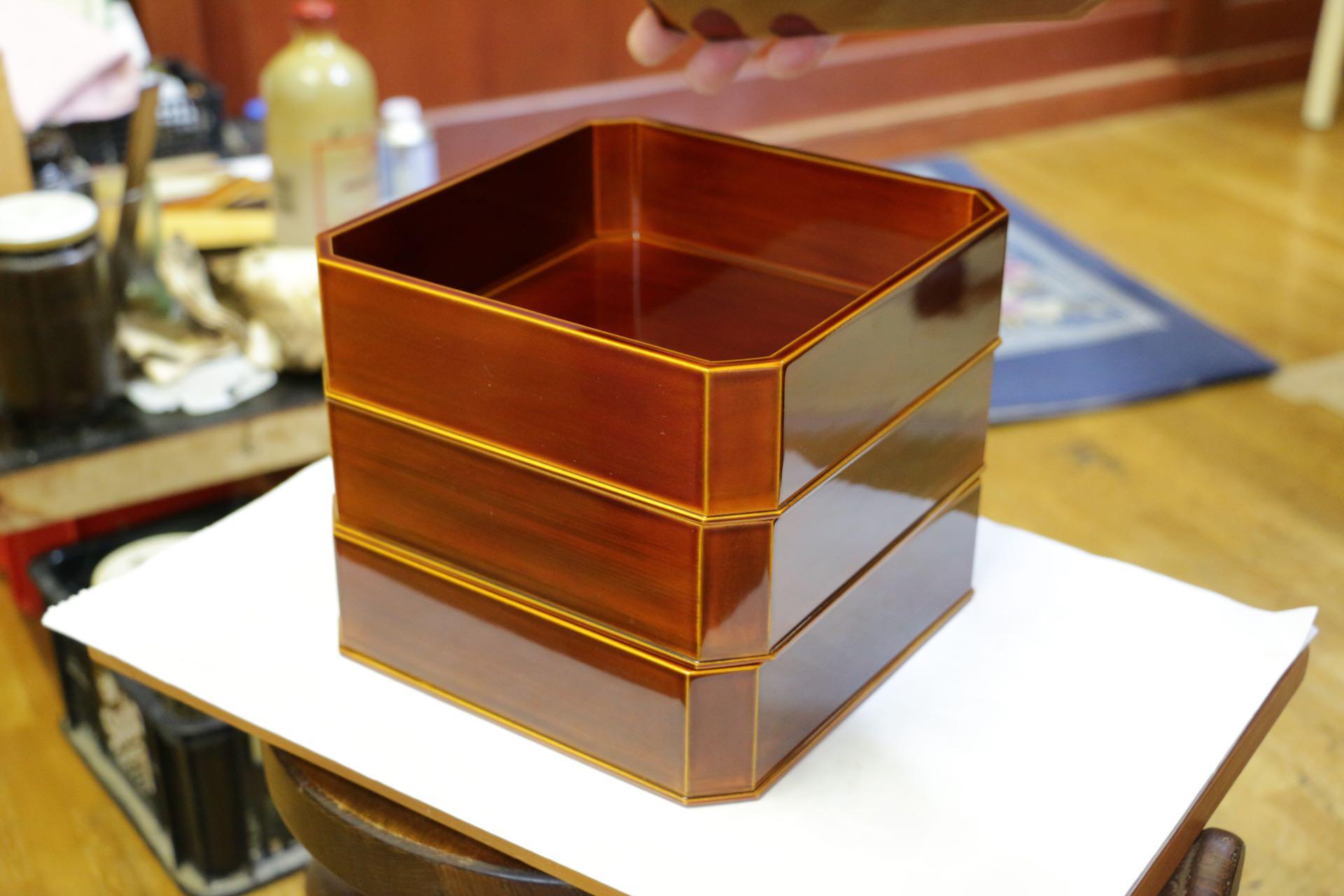 美しい春慶塗の重箱