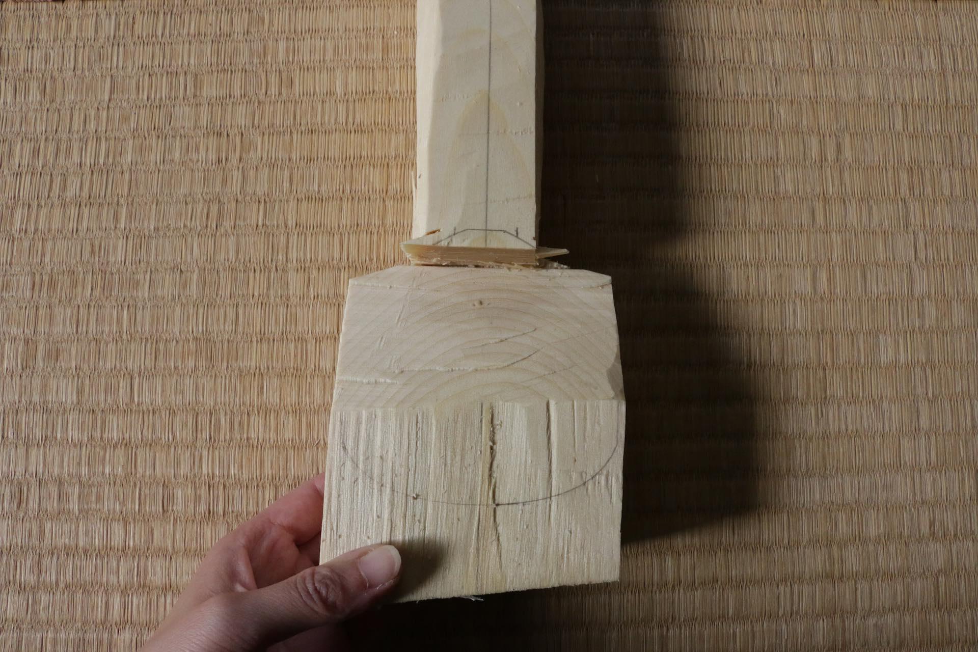すくいの部分にきれいな木目が来るよう計算して切り出されています