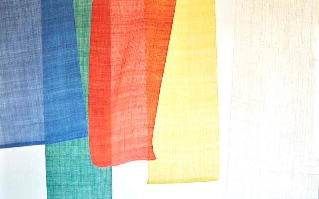 色鮮やかな麻の布
