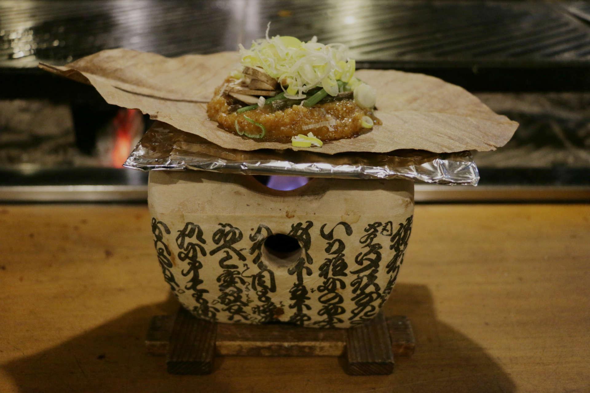飛騨を代表する郷土料理、朴葉味噌