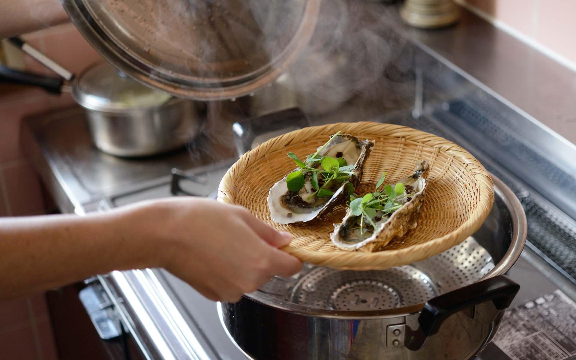蒸しあがった牡蠣