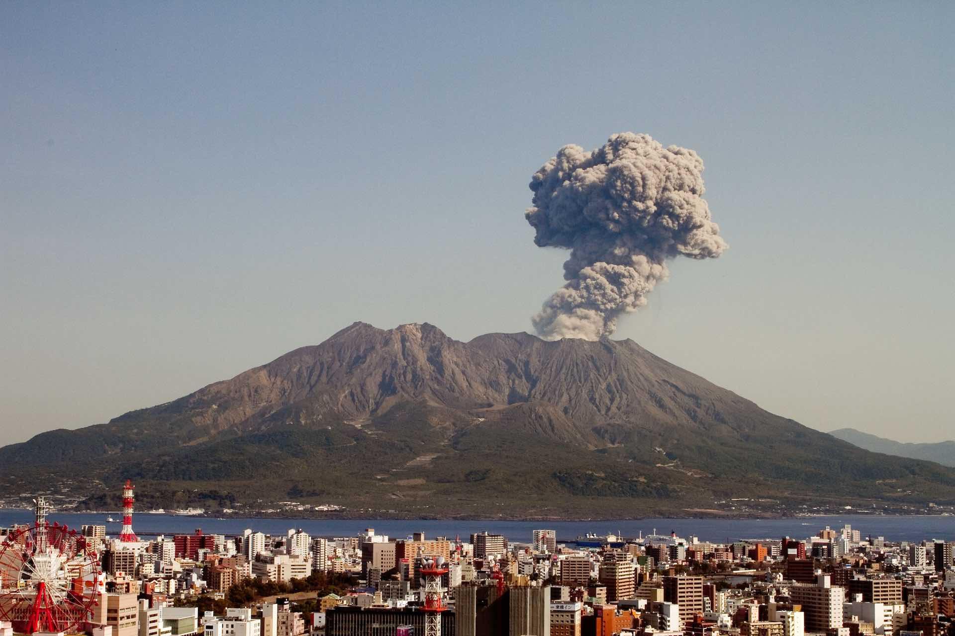 鹿児島のシンボル、桜島の噴火の様子