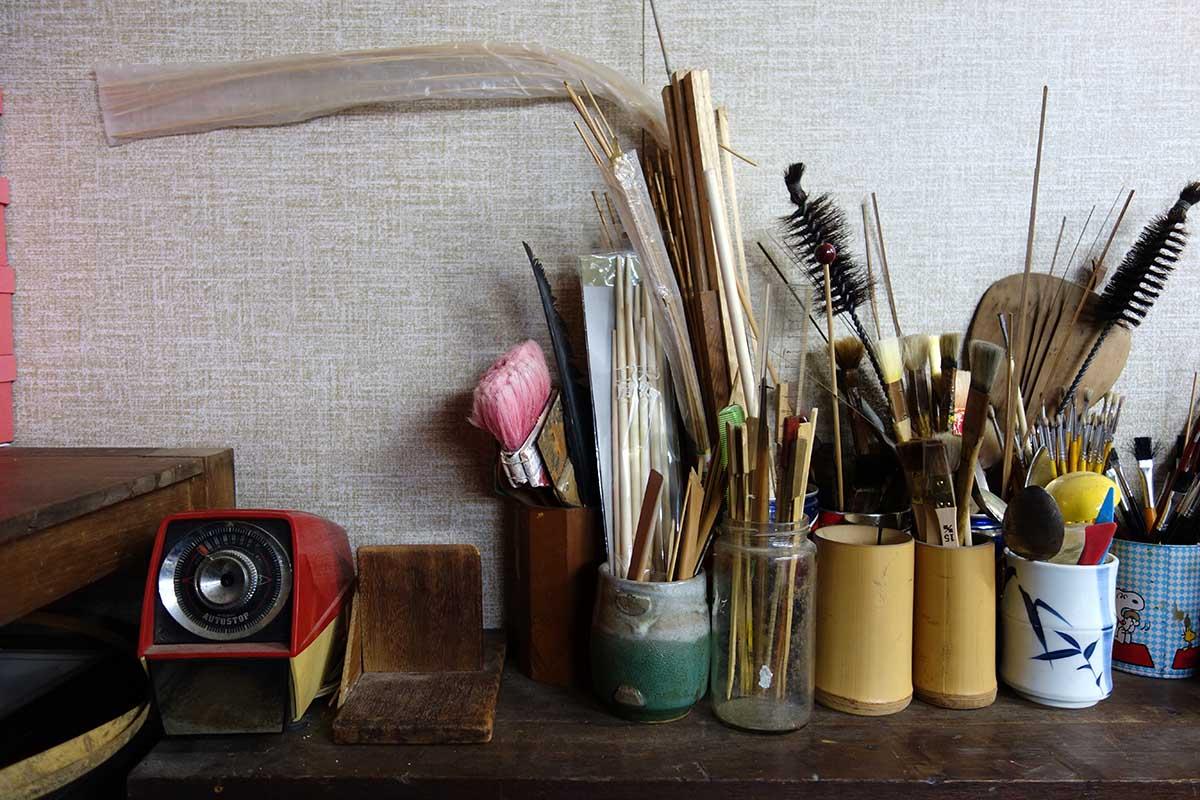 机の上の様々な道具