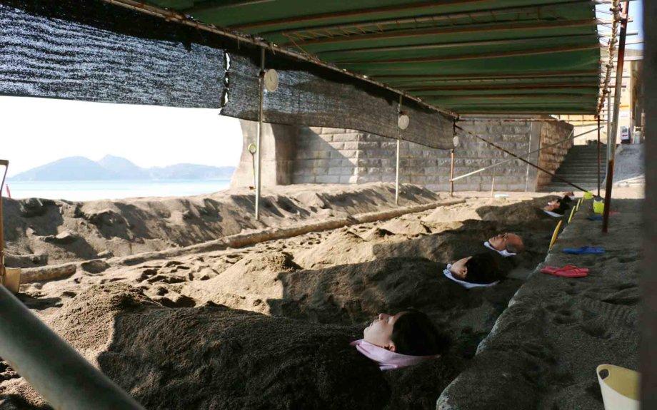 自然とひとつに!天然の砂むし湯「山川砂むし温泉 砂湯里 」