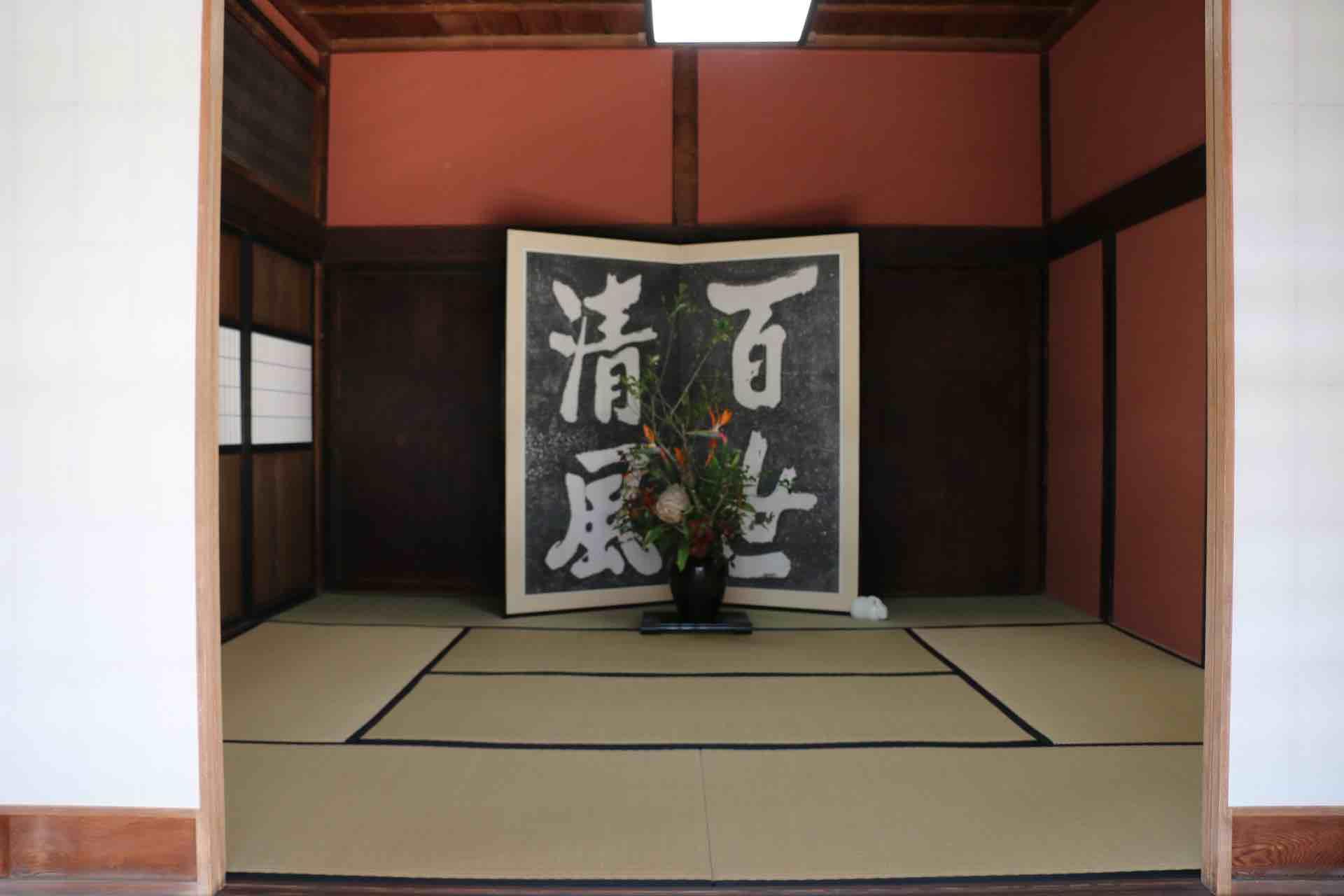 参勤交代の道中にお殿様が宿泊したというお仮屋。あの篤姫も泊まったそう。普段は非公開ですが、そっと中を見せてくださいました