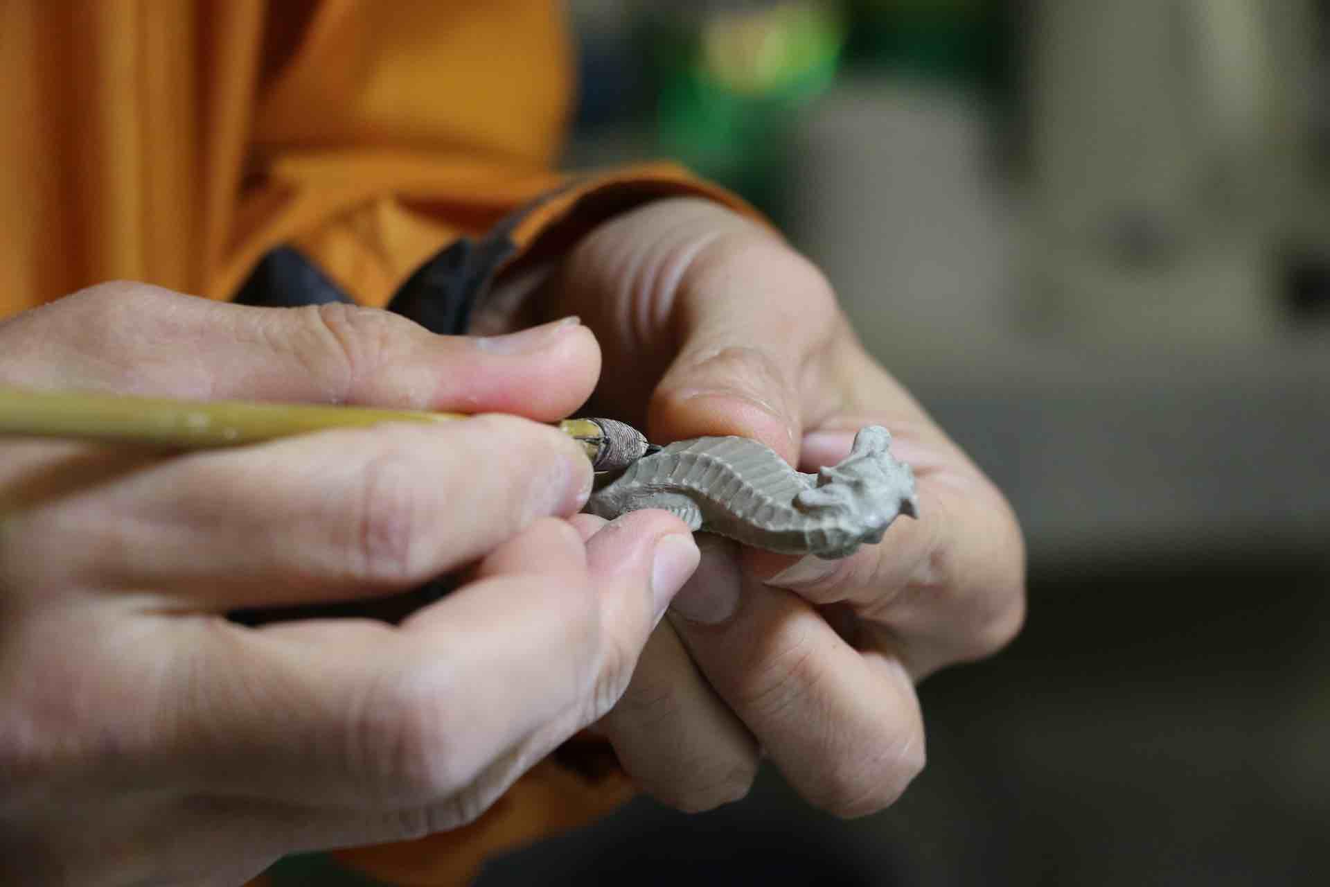 手の中に小さなタツノオトシゴが!