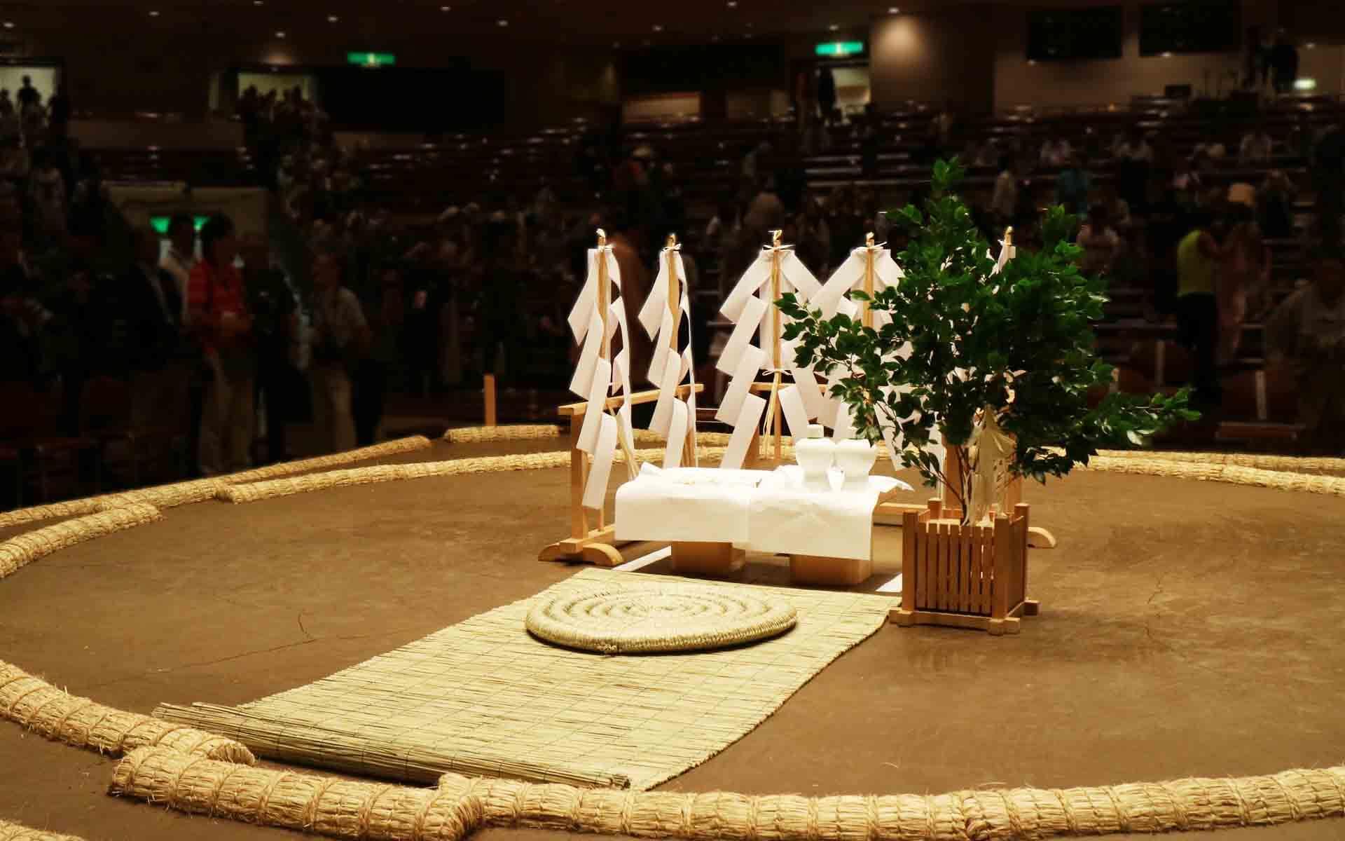 大相撲を支える「土俵」づくりの裏側。間近に見られる「土俵祭」とは?