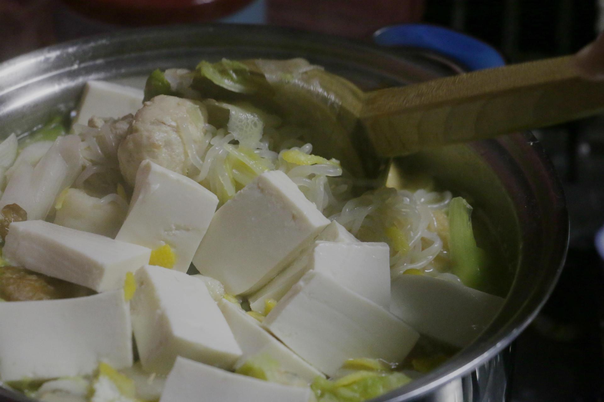今日はお豆腐と肉団子の鍋です