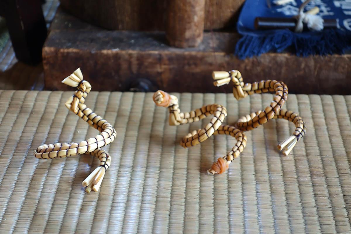 きびがら細工の3匹の蛇