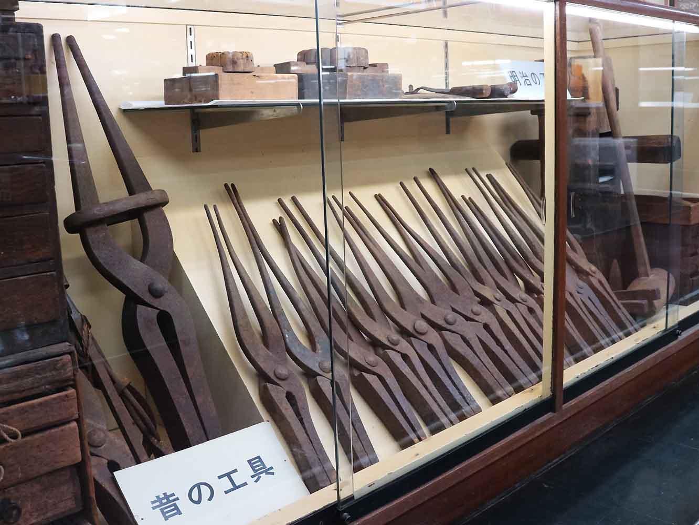 べっ甲の歴史を辿る資料の展示