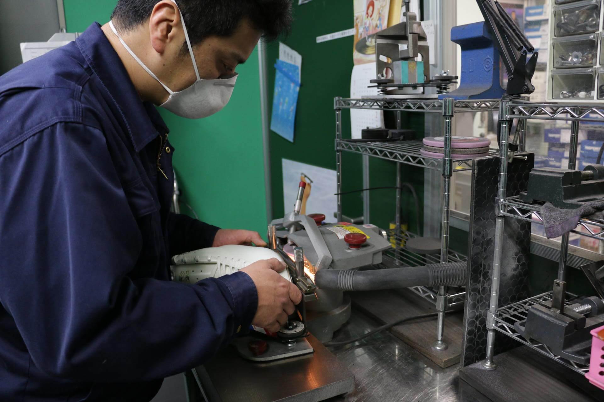 先ほどの機械研磨は、まさに精密機械の操作とリンクします