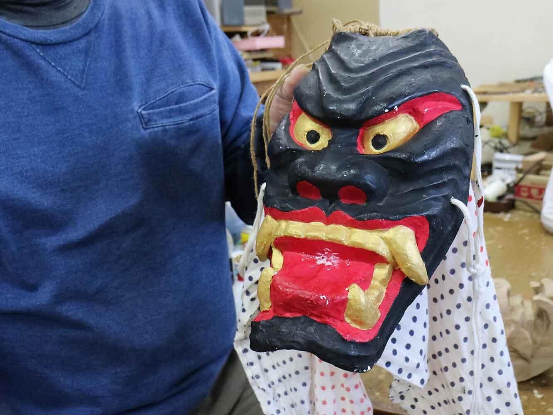 毎年、小学生が作る紙粘土の浮立面。自作の面を運動会で踊る際に被ります。小森さんの作った型を使って形を作り、色を塗るのだそう