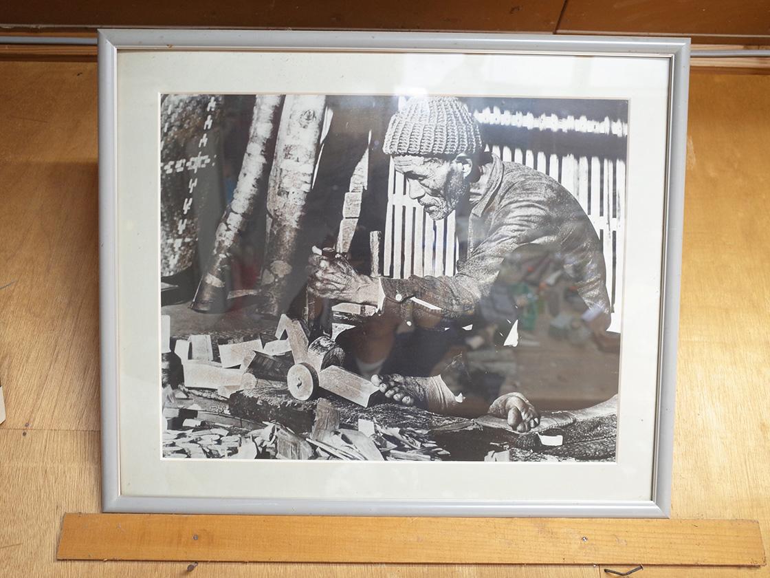 きじ車を製作する中村利市氏の写真