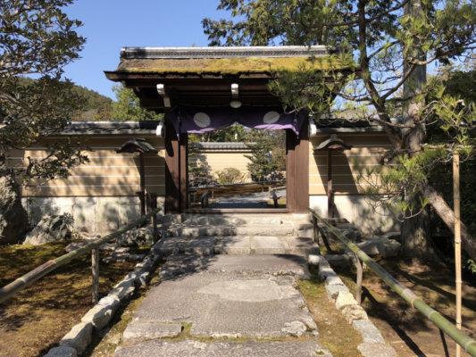 圓通寺の門までのアプローチ